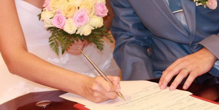 При смене фамилии какие документы менять и органы уведомлять
